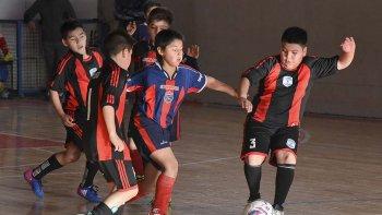 Los pequeños disfrutaron de otro domingo lleno de goles en la sede de la Comisión de Actividades Infantiles.
