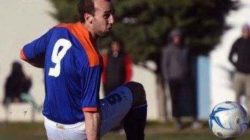 Franco Erro se lesionó a los 40 minutos del primer tiempo del partido frente a Huracán, por la primera fecha del torneo Federal B.