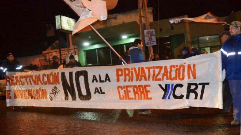 Un grupo de trabajadores mineros de Río Turbio repudió la presencia de Eduardo Costa quien llegó a esa localidad para el lanzamiento de su campaña como precandidato a senador.