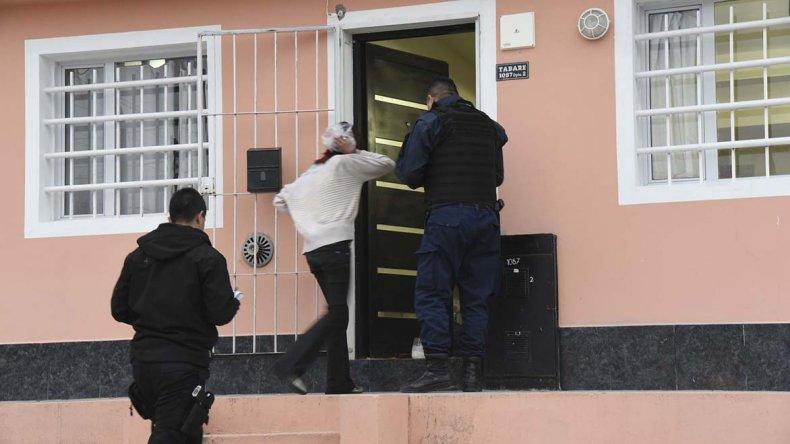 El robo ocurrió ayer a plena tarde en la calle Tabaré y la policía atrapó a tres sospechosos.