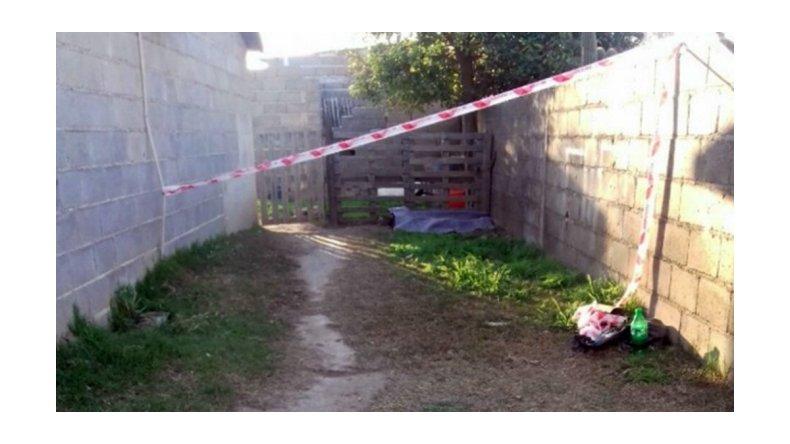 Hallan muerta a una nena de 5 años en el patio de una casa