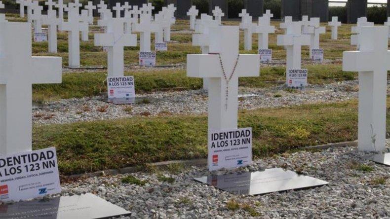 Ya analizan muestras de 60 cuerpos de soldados enterrados en Malvinas