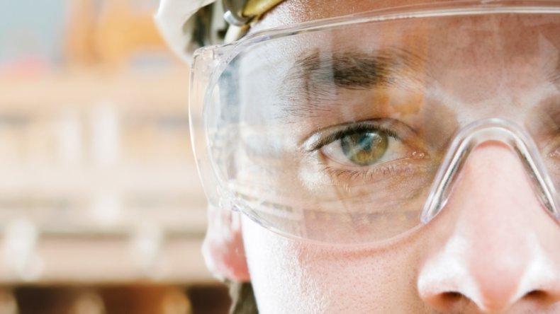 Cómo reducir las lesiones oculares en ámbitos laborales