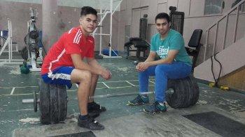 Lautaro Cossio junto a su entrenador Pablo Vásquez.