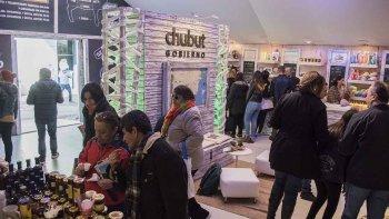 En la muestra, el público visitante accede a diversos conocimientos de Chubut.