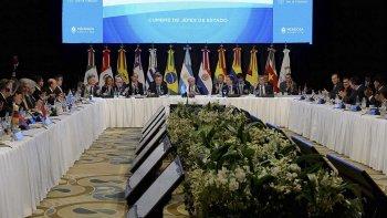 La Cumbre del Mercosur en Mendoza optó por no injerir en el gobierno de Venezuela, pero pidió abrir el diálogo con los países del bloque.