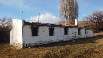 El cuidador del precario puesto Los Retamos, próximo a Epuyen, denunció que fue atacado. Cree que el ataque tiene relación con el conflicto entre la Compañía y Resistencia Ancestral Mapuche.