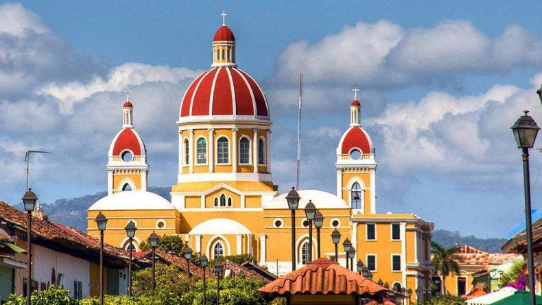 El país más grande de Centroamérica también cuenta con una rica historia que es posible redescubrir recorriendo las calles de sus ciudades.