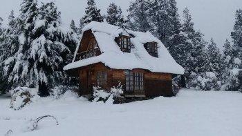 El clásico molino de Trevelin en invierno se viste de blanco y ofrece postales increíbles.