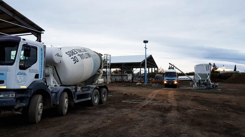 Las tareas de cerramiento del Centro Logístico y de Distribución del  Sindicato de Petroleros Jerárquicos continúan avanzando en Kilómetro 5.