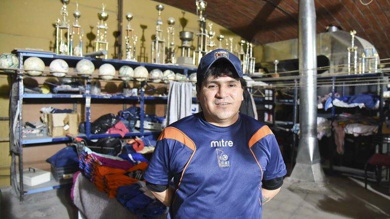 Juan Mancilla atesora muchas historias en la utilería de la CAI.