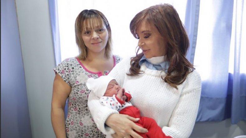 Cristina Fernández de Kirchner durante la visita que realizó ayer al Hospital Materno Infantil de La Matanza.
