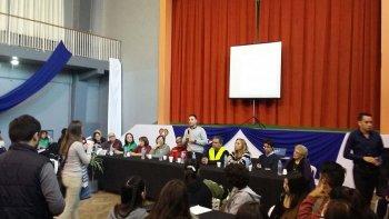 Alumnos del Colegio Perito Moreno participaron de una Mesa de Gestión, en el marco de los festejos por el 70° aniversario de la institución.