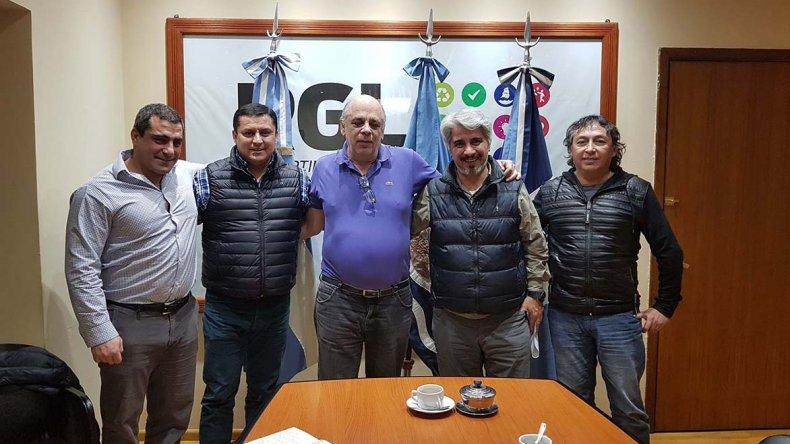 La visita de representantes de la mutual al intendente de Río Gallegos, Roberto Giubetich.