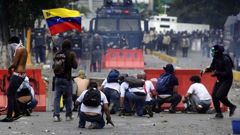 Desde abril Venezuela afronta una ola de protestas que ya dejaron un centenar de muertos y más de 1.500 heridos.