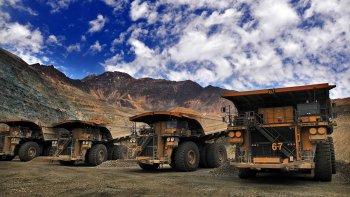 En 2016, la industria minera en Chile tuvo su nivel más bajo de participación laboral desde 2010. La caída en el precio de los metales impactó en el sector.