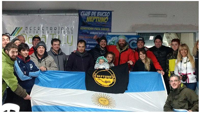 Los cazadores de pesca submarina que participaron de la segunda fecha que se realizó en la Bajada de los Palitos.