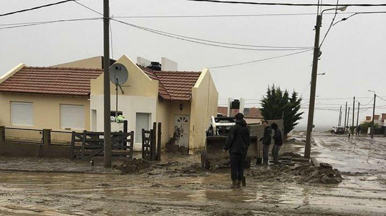 En el barrio El Mirador continúa la angustia por los eventuales desbordes del tanque de la SCPL.