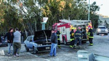 El conductor del Gacel actuó con rapidez ante el siniestro. Lo primero que hizo fue poner a salvo a su hijo de 2 años.