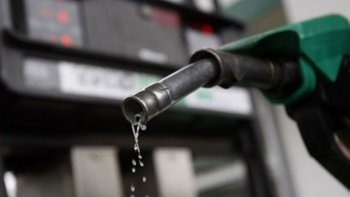 Descartan aumentos de combustibles por suba del dólar.