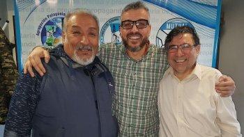 Ricardo Núñez, presidente del Centro de Jubilados de Petroleros Jerárquicos, junto al secretario de Actas, Prensa y Propaganda del sindicato, David Klappenbach.