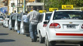 Taxistas exigen aumento en su servicio, mientras en el Concejo cuestionan al Ente de Control de Servicios por ceder a las presiones.