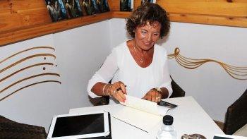 En Almería, España, Angelina Covalschi presentó su nueva novela: Escapar.