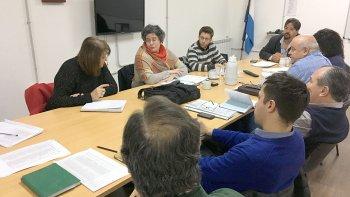 El encuentro entre vecinos de Caleta Córdova y funcionarios de la Secretaría de Pesca se realizó en el Concejo Deliberante, convocado por los ediles.