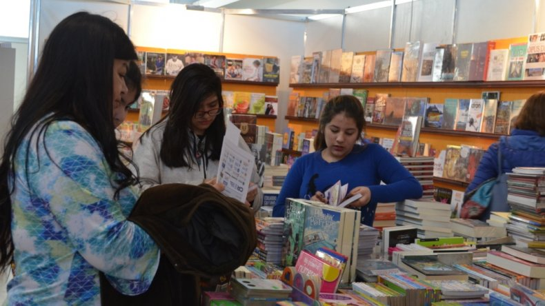 Quedó inaugurada la Feria Internacional del Libro en Comodoro Rivadavia