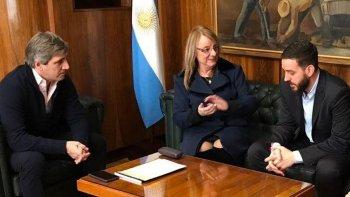 El ministro de Finanzas de la Nación, Luis Caputo, recibió en su despacho a la gobernadora Alicia Kirchner y al titular de la cartera económica provincial, Juan Donnini.