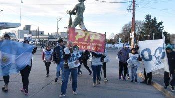 El grupo de militantes de la CCC protagonizó la marcha de protesta desde la plazoleta del Gorosito hasta la sede de la ANSES.