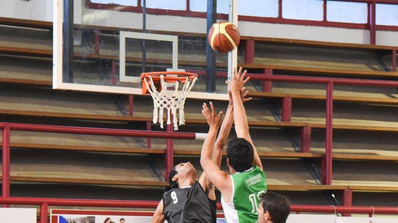 El torneo Apertura de básquetbol local continuará esta noche en Kilómetro 3 con la disputa de un partido de la categoría U17.
