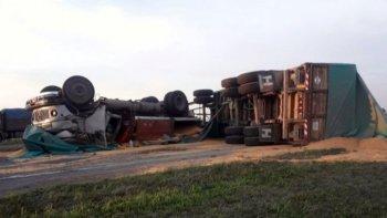 choque fatal entre dos camiones en la autopista rosario-santa fe