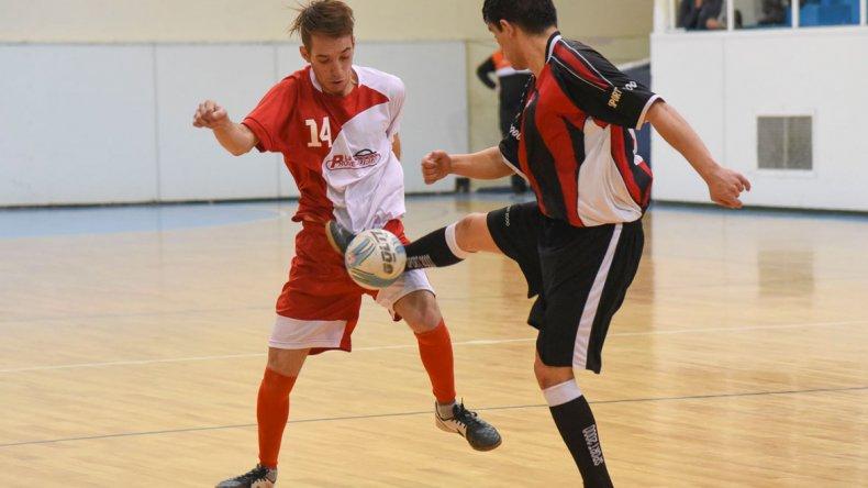 Más fútbol de salón habrá esta tarde en el gimnasio municipal 1 de Comodoro Rivadavia.