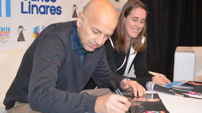 El periodista Marcelo Larraquy y la escritora María Luján Picabea estuvieron presentes en la tercera jornada de la Feria Internacional del Libro de Comodoro Rivadavia.