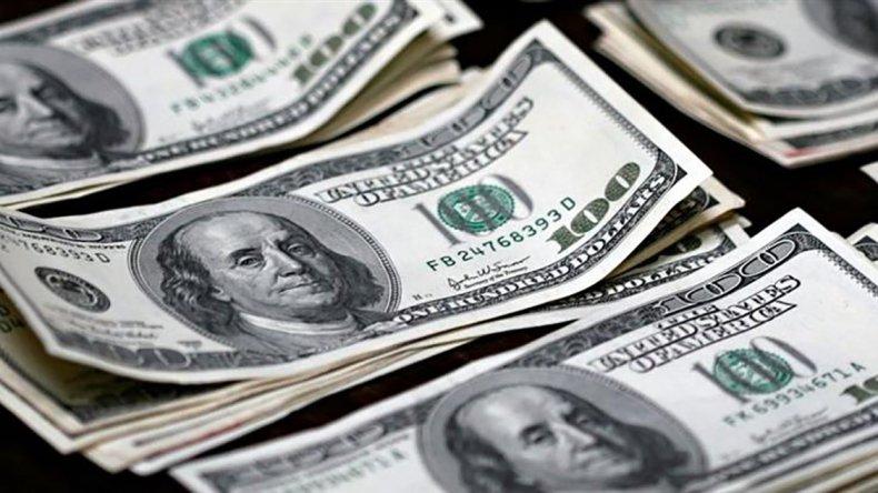 Los bancos pusieron un cepo informal para venta de dólares