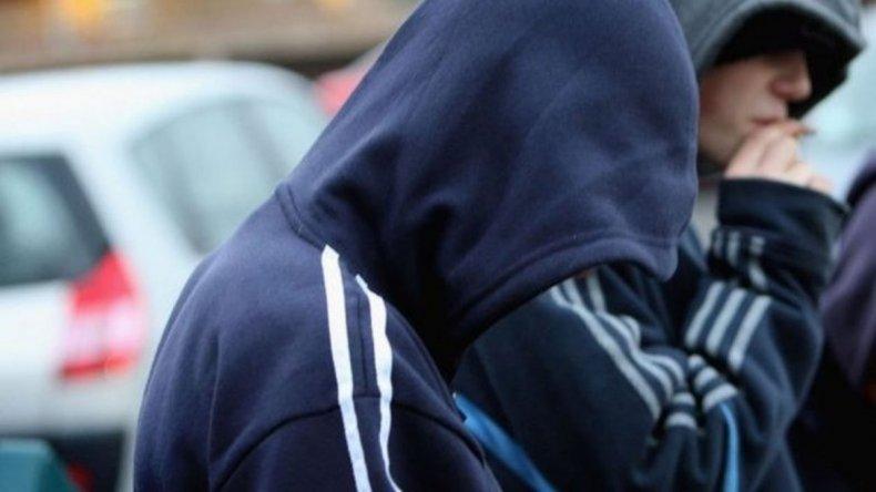 Dos detenidos por robarle a un empleado de un supermercado