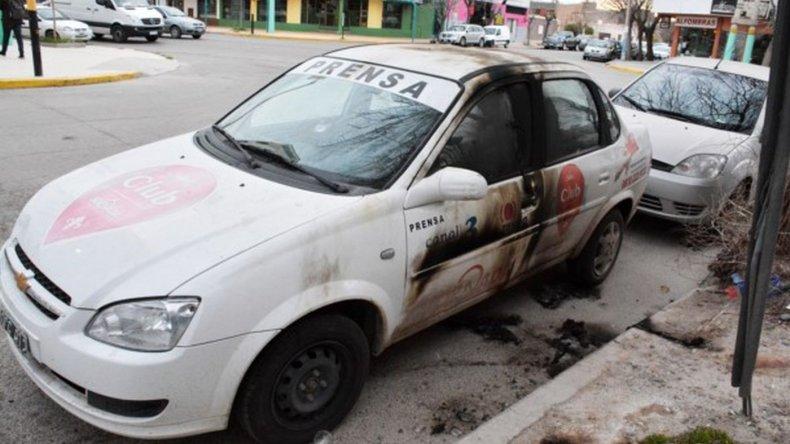 Atacaron a un móvil de Diario Jornada con una bomba molotov