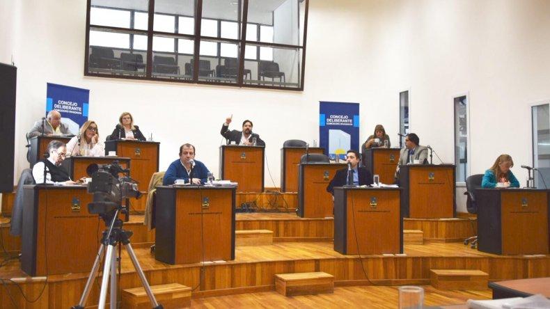 Concejales debatieron sobre los despidos de Tecpetrol y la crisis petrolera