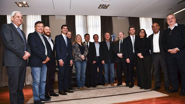 El bloque de gobernadores del PJ-FpV se reunió ayer en la Casa de Entre Ríos en Buenos Aires para fijar una postura común.