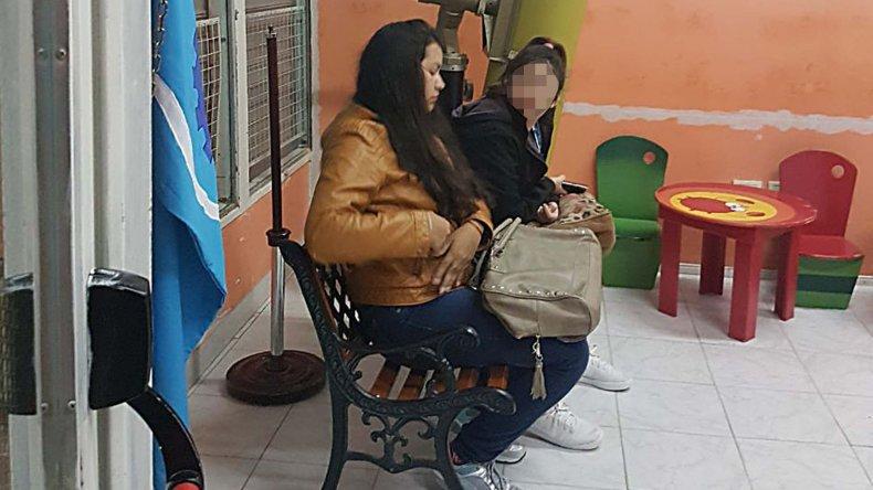 Celeste Campillay retornó ayer por la tarde a clases después que el Colegio Cervantes garantizara que va a poder finalizar el ciclo lectivo.