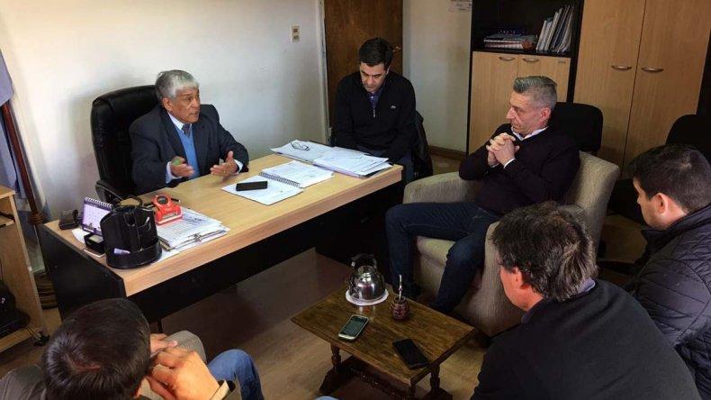 El vicegobernador y concejales de El Maitén se reunieron para exigir seguridad pública en la zona cordillerana.