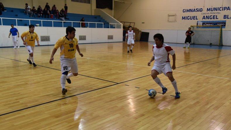 El fútbol de salón oficial comenzará a buscar esta noche los dos ascensos a la División de Honor con miras al torneo Clausura.