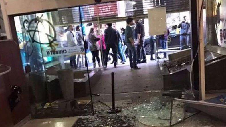 Las instalaciones de la Casa de Chubut quedaron destrozadas tras el ataque del grupo de violentos.