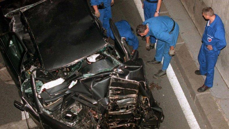 El estado en que quedó el automóvil en el que Lady Di viajaba junto a su novio Dodi Al-Fayed y un chofer. Los tres fallecieron.