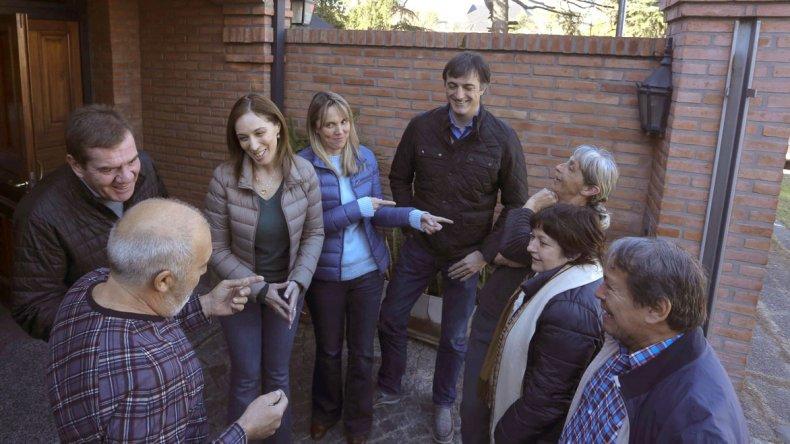 María Eugenia Vidal al participar ayer del timbreo de Cambiemos en la provincia de Buenos Aires.