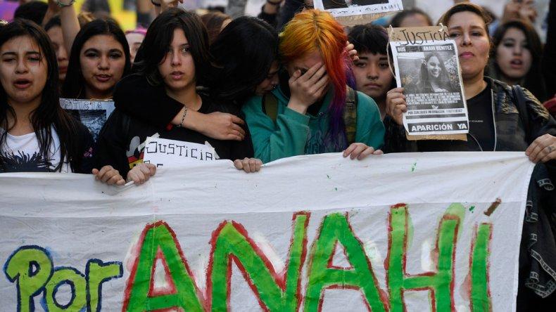 La marcha que la comunidad de Lomas de Zamora realizó ayer en reclamo de justicia por Anahí Benítez.