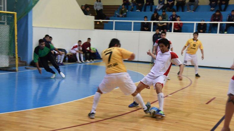 El fútbol de salón mayor continuará esta tarde con toda su definición en Comodoro Rivadavia.