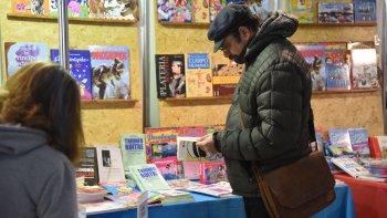 Además de las presentaciones de los autores nacionales y regionales, la Feria del Libro ofrece espacios para que las editoriales promuevan sus publicaciones.
