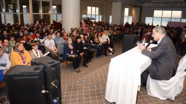 Víctor Hugo Morales se presentó a sala llena